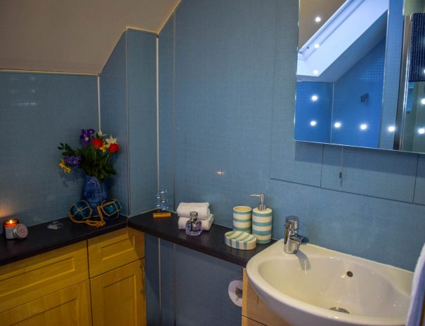 The Bathroom at Gables Holiday Cottage, Achiltibuie